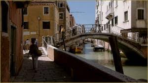 Le rio de la Pietà Sant' Antonin et le pont Sant'Antonin le long de la Fondamenta dei Furlani, dans le Sestier du Castello à Venise.