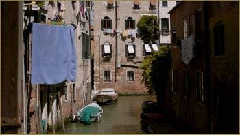 Le rio di San Martino o dell'Arco, dans le Sestier du Castello à Venise.