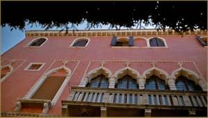 Détail de la façade du Palazzo Seriman, dans la Salizada du même nom, dans le Sestier du Cannaregio à Venise.
