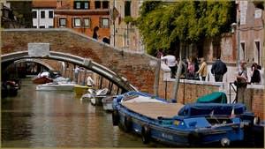 Le rio et le pont Santa Caterina, dans le Sestier du Cannaregio à Venise.