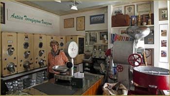 Gigliola dans la boutique des Cafés Girani, sur le Campo Bandiera e Moro o de la Bragora, dans le Sestier du Castello à Venise.
