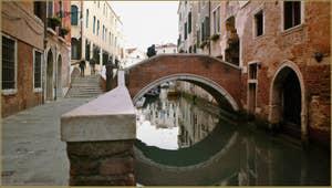 La Fondamenta del Dose et le rio del Mondo Novo avec le pont del Paradiso, dans le Sestier du Castello à Venise.