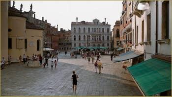 Le beau et grand Campo de Santa Maria Formosa, dans le Sestier du Castello à Venise.