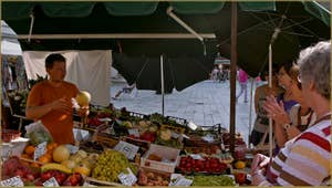 Le Frutaiol, le marchand de fruits et légumes du Campo de Santa Maria Formosa, dans le Sestier du Castello à Venise.