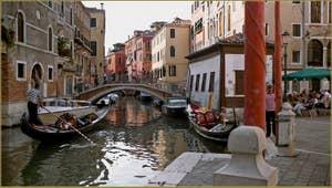 Le rio et le pont del Mondo Novo, le long de la Fondamenta Santa Maria Formosa, dans le Sestier du Castello à Venise.