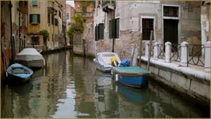 Le rio de le Muneghete, vu depuis le Campo de Castelforte, dans le Sestier de San Polo à Venise.