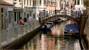 La Fondamenta de Borgo et le pont de le Eremite, dans le Sestier du Dorsoduro à Venise.