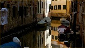 Reflets sur le rio de la Crea, dans le Sestier du Cannaregio à Venise.