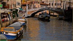 Le Canal de Cannaregio et le pont de le Guglie, dans le Sestier du Cannaregio à Venise.