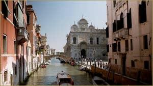 Le rio dei Mendicanti et la Scuola Grande San Marco, dans le Sestier du Castello à Venise.