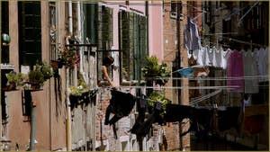 Jour de lessive, sur le rio dei Scudi - Santa Ternita, dans le Sestier du Castello à Venise.