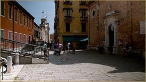 Le Campo San Martin avec, au fond les tours de l'entrée de l'Arsenal de Venise.