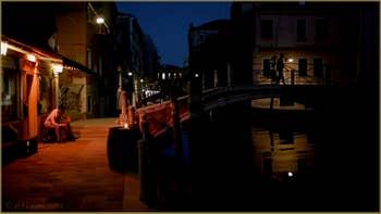 La nuit à Venise sur la Fondamenta Diedo et le pont de Santa Fosca, dans le Sestier du Cannaregio à Venise.