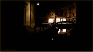 La nuit à Venise : le campo et le rio de la Madalena, dans le Sestier du Cannaregio à Venise.