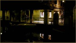 Venise la nuit : Le Sotoportego del Magazen, sur le rio dei Santi Apostoli, dans le Sestier du Cannaregio à Venise.