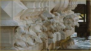 Les sculptures de la façade de la Ca' Pesaro, dans le Sestier de Santa Croce à Venise.