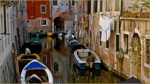 Reflets sur le rio di San Boldo, dans le Sestier de Santa Croce à Venise.