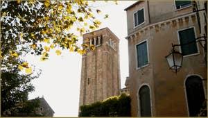 Le Campanile de San Giacomo da l'Orio, dans le Sestier de Santa Croce à Venise.