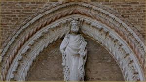 Saint Pierre, détail de l'église dei Frari, dans le Sestier de San Polo à Venise.