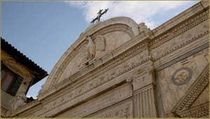 Détail du portail d'entrée de la Scuola Grande San Giovanni Evangelista, sur le Campiello de la Scuola, dans le Sestier de San Polo à Venise.