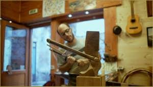 Le Remer, sculpteur de Forcole, Piero Dri, dans son atelier Calle del Cristo, à côté de l'église de Santa Sofia, dans le Sestier du Cannaregio à Venise.