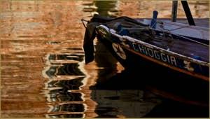 Reflets sur le rio de San Girolamo - Ormesini, dans le Sestier du Cannaregio à Venise.