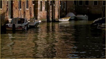 Reflets sur le rio del Batello - Ca' Moro, dans le Sestier du Cannaregio à Venise.