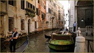 La Fondamenta la Chiesa, le long du rio de San Luca - Rossini, dans le Sestier de Saint-Marc à Venise.