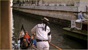 Gondolière sur le rio de San Luca - Rossini, dans le Sestier de Saint-Marc à Venise.