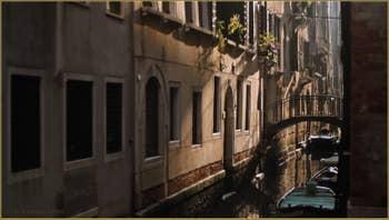 Le rio del Duca et le pont de le Scuole, dans le Sestier de Saint-Marc à Venise.