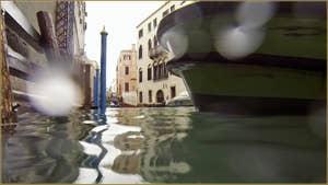 Acqua Alta, rio de la Fava, dans le Sestier de Saint-Marc à Venise.