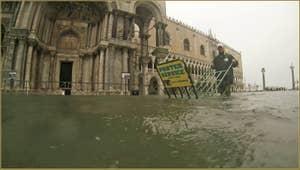 Acqua Alta, Place Saint-Marc, dans le Sestier de San Marco à Venise.