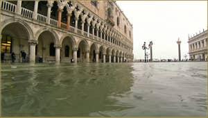 Acqua Alta, Piazzetta San Marco, dans le Sestier de Saint-Marc à Venise.