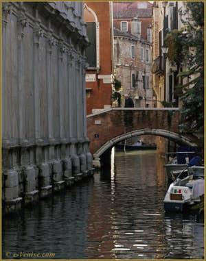 Le rio et le pont dei Miracoli, dans le Sestier du Cannaregio à Venise.