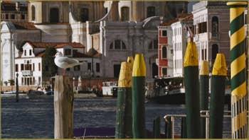 Le Grand Canal de Venise, au fond, l'église San Geremia.