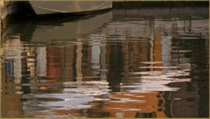 Reflets sur le rio de la Madalena, dans le Sestier du Cannaregio à Venise.