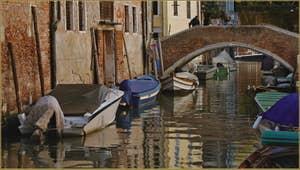 Le pont Zancani, sur le rio del Trapolin, dans le Sestier du Cannaregio à Venise.