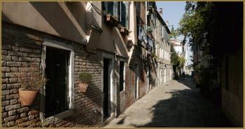 Le Rio Tera' dei Biri o del Parsemolo, dans le Sestier du Cannaregio à Venise.