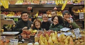 """Bouquet de sourires du """"Frutaiol"""" (marchand de fruits en vénitien) de la Salizada San Canzian, dans le Sestier du Cannaregio à Venise."""