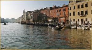 Dans l'Or du Grand Canal de Venise.