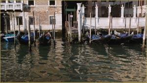 Gondoles et reflets sur le Grand Canal de Venise