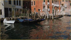 Le Traghetto de San Tomà, sur le Grand Canal à Venise
