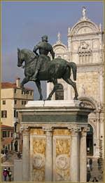 La Statue Equestre du Condottiere Bartolomeo Colleoni ou Colleone, sur le Campo San Giovanni e Paolo