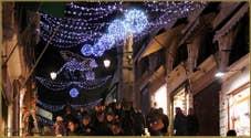 Les illuminations de Noël sur le pont du Rialto à Venise