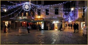 Les illuminations de Noël sur le Campiello Crovato et la Salizada San Canzian, dans le Cannaregio à Venise.