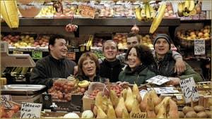 Lino, Rosana, Andrea, Daniele, Margherita et Alex, marchands de fruits, Salizada San Canzian,  dans le Sestier du Cannaregio à Venise.