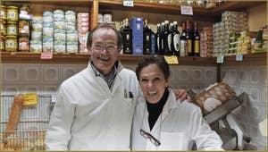 Roberto et Morena, fromages-charcuterie, dans le Sestier du Cannaregio à Venise.