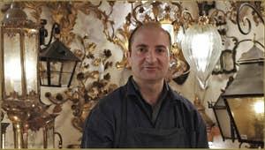 Jonathan Ceolin, ferronnier d'art, dans le Sestier du Cannaregio à Venise.