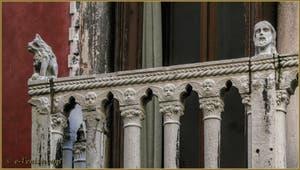 Le balcon du palazzo Bragadin Carabba, où s'accoudait Casanova, dans le Cannaregio à Venise.