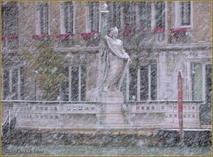 La Statue de la Liberté dans la Tempête de Neige à Venise.